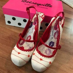 BetseyJohnson Heart stilettos.size 7 NO BOX used